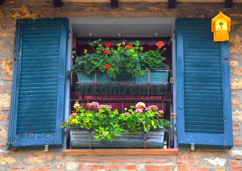 Ventana italiana imagenes de archivo