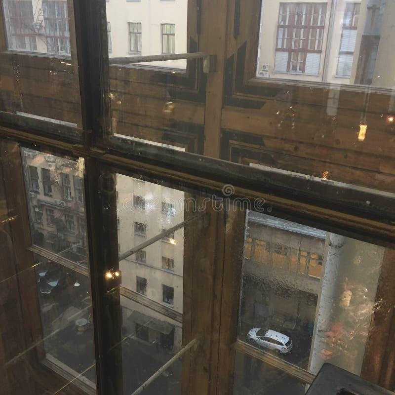 Ventana lluviosa en el telégrafo de Moscú fotos de archivo libres de regalías