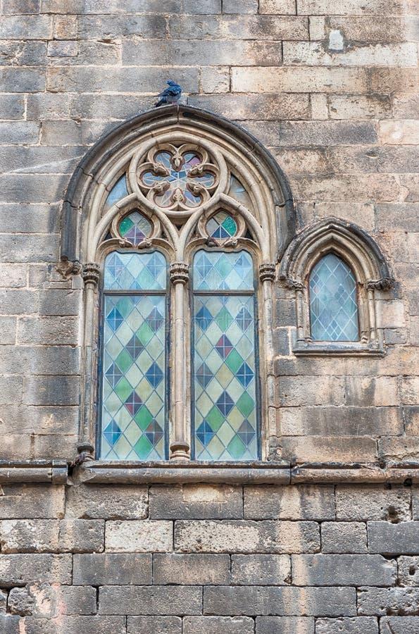 Ventana medieval en Placa del Rei, Barcelona, Cataluña, España imagenes de archivo