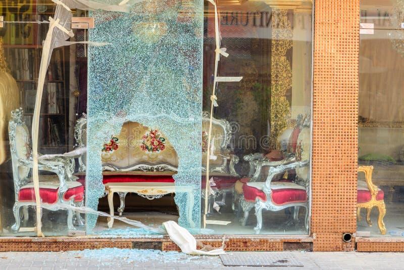 Ventana quebrada de la tienda imágenes de archivo libres de regalías