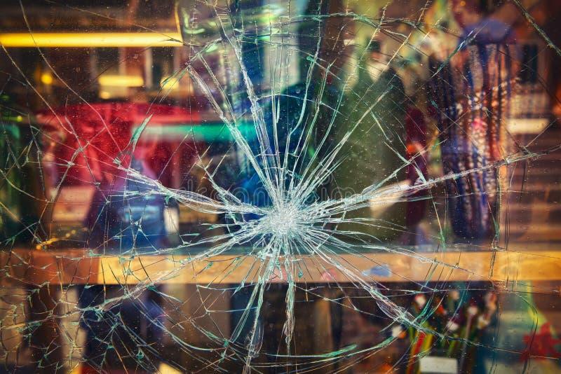 Ventana quebrada de la tienda fotos de archivo libres de regalías