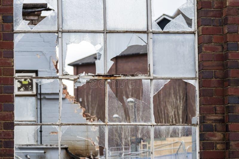 Ventana quebrada industrial vieja fotos de archivo libres de regalías