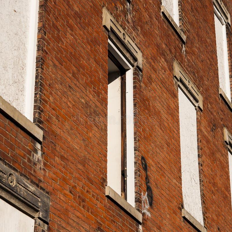 Ventana quebrada - residencias Glencoe-castañas abandonadas - Cincinnati, Ohio fotografía de archivo