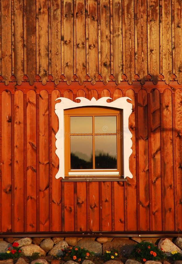 Ventana rústica adornada fotos de archivo libres de regalías