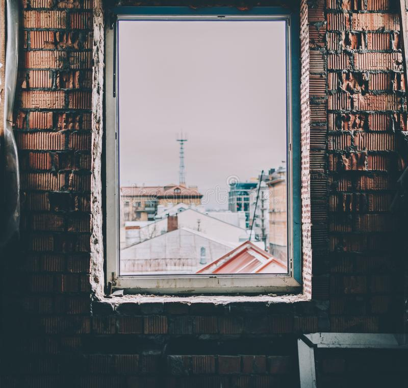 Ventana rota vieja imagen de archivo