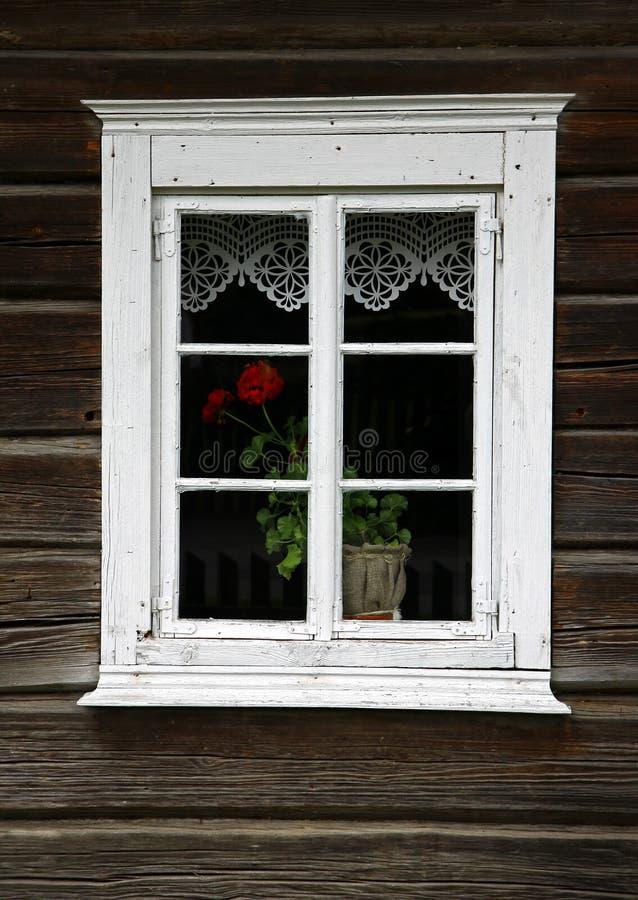 Ventana rural de la casa imagen de archivo libre de regalías