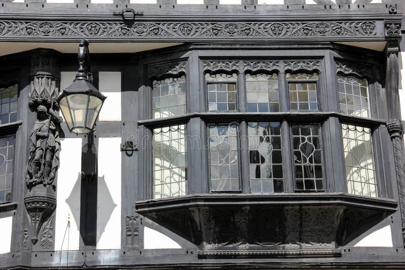 Ventana salediza en el edificio de Tudor. Chester. Inglaterra imagen de archivo