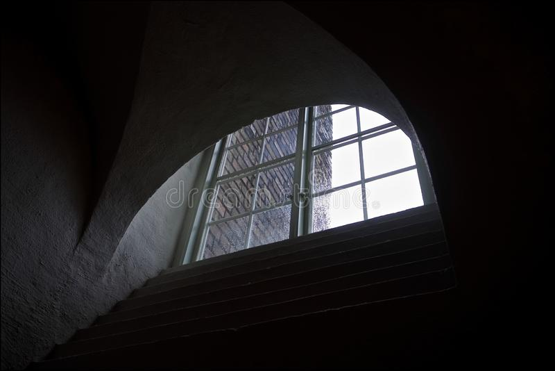 Ventana semicircular gráfica de la casa vieja fotografía de archivo