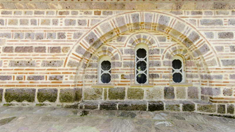 Ventana vieja de la iglesia foto de archivo libre de regalías