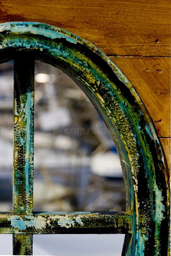 Ventana vieja del barco imagen de archivo