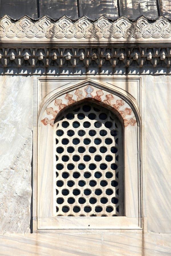 Ventana vieja en Estambul imagen de archivo