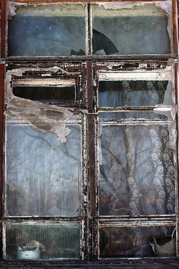 Ventana vieja interesante foto de archivo libre de regalías
