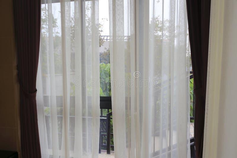ventana y cortina foto de archivo