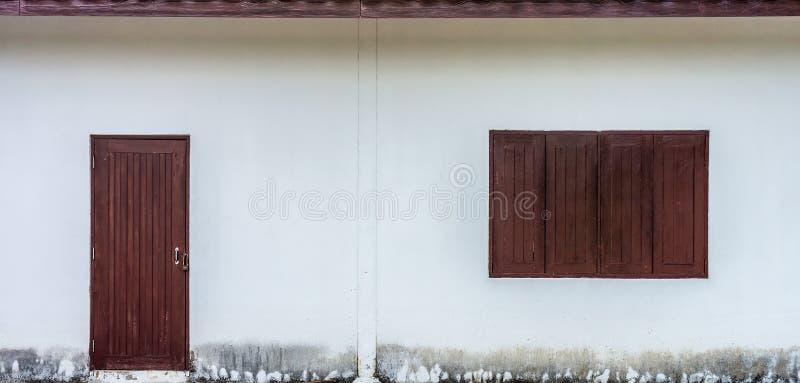 Download Ventana Y Puerta De Madera De La Casa Foto de archivo - Imagen de antigüedad, marrón: 41901004