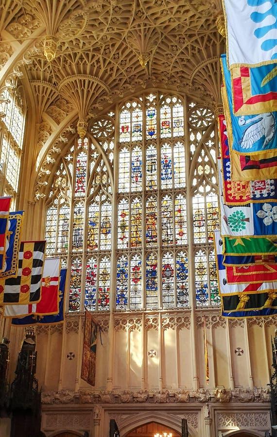 Ventanales y banderas de la abadía Westminster fotografía de archivo libre de regalías