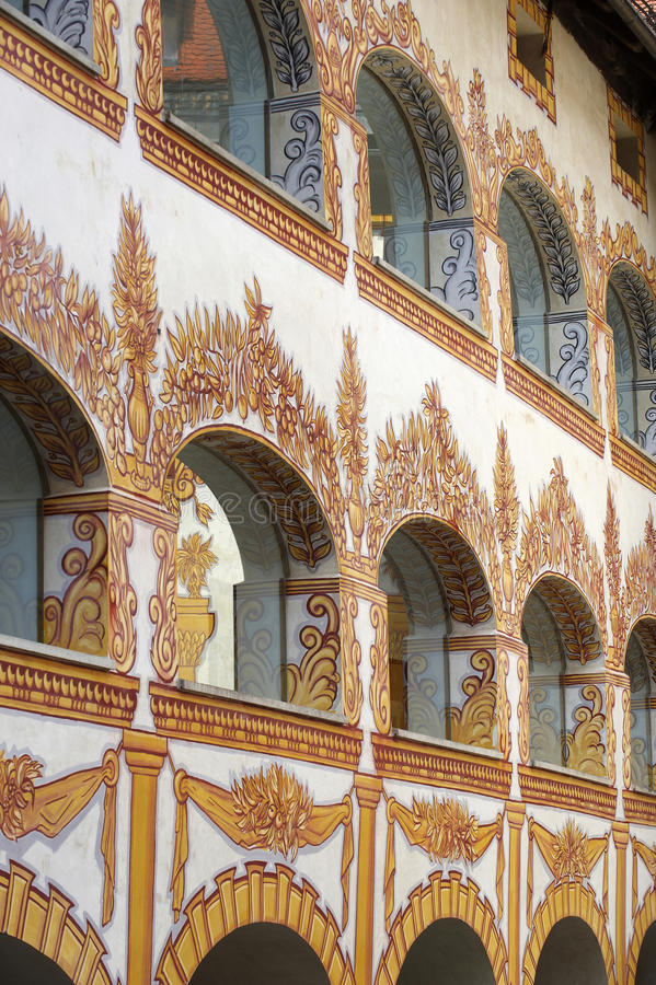Ventanas adornadas del castillo foto de archivo libre de regalías
