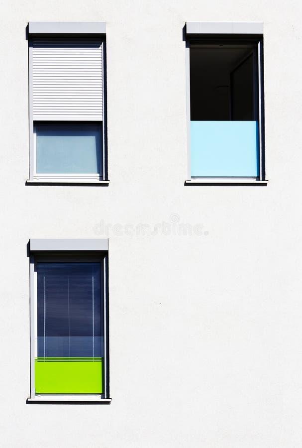 Ventanas coloridas, configuración minimalistic del diseño fotos de archivo libres de regalías