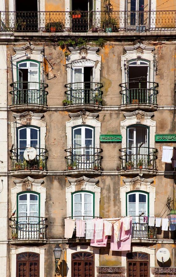 Ventanas constructivas viejas de Lisboa fotografía de archivo libre de regalías
