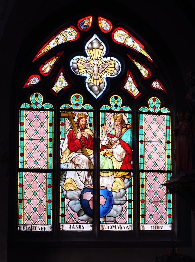 Ventanas de cristal manchadas de la trinidad santa en iglesia fotografía de archivo libre de regalías