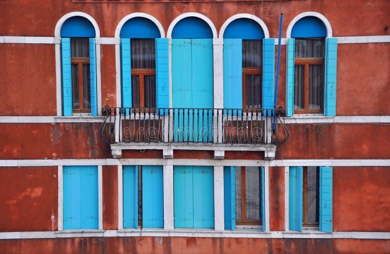 Ventanas de Venecia, Italia fotos de archivo