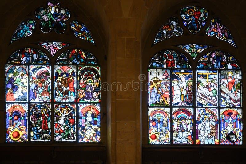 Ventanas de vidrios coloridos en Ulm Minster, Catedral Ulm, Ulmer Muenster, calle romántica en Alemania imagen de archivo libre de regalías