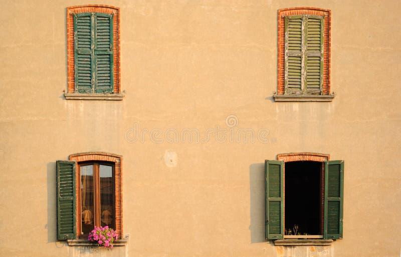 Ventanas del apartamento fotografía de archivo libre de regalías