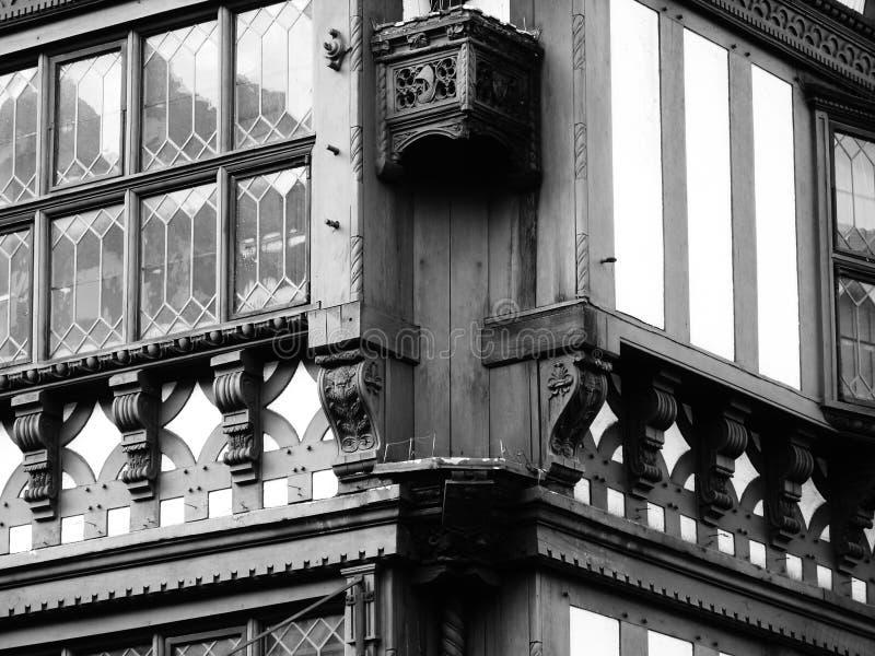 Ventanas del detalle del tudor de Cheshire de los edificios de Chester imágenes de archivo libres de regalías