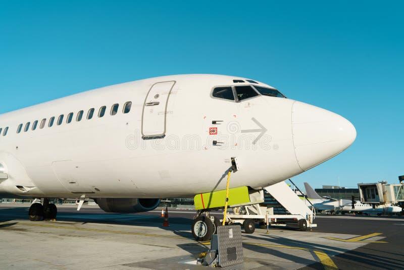 Ventanas delanteras del perfil y de carlinga del aeroplano de fuselaje ancho imagen de archivo libre de regalías