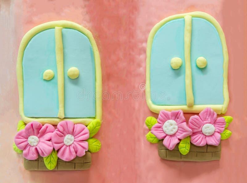 Ventanas gemelas del azúcar con el flor rosado en potes fotografía de archivo