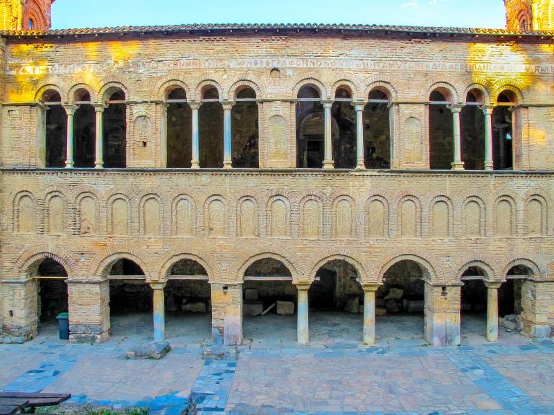 Ventanas medievales del arco de la iglesia Ohrid Macedonia de Sophia del santo fotografía de archivo