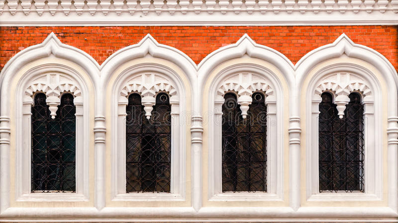 Ventanas principales de la fachada de la catedral de StAlexandr Nevski foto de archivo libre de regalías