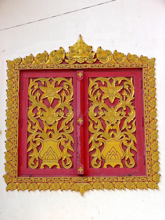 Ventanas tailandesas del templo fotografía de archivo libre de regalías