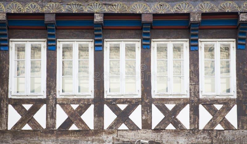 Ventanas tradicionales de Hannover, Alemania imagen de archivo