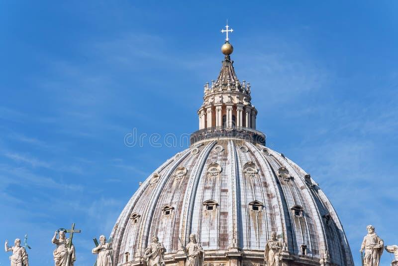 Ventanas viejas hermosas en Roma (Italia) B?veda del Vaticano del santo Peter Basilica Italian: San Pietro imagenes de archivo