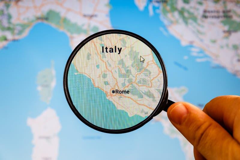 Ventanas viejas hermosas en Roma (Italia) correspondencia pol?tica foto de archivo libre de regalías