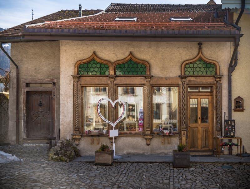 Ventanas y puerta de madera hermosas fotografía de archivo libre de regalías