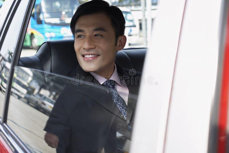 Ventanilla del coche de Looking Out Of del hombre de negocios foto de archivo libre de regalías