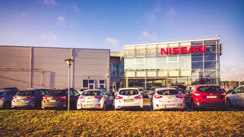 Ventas de Nissan Authorized y centro de servicio foto de archivo