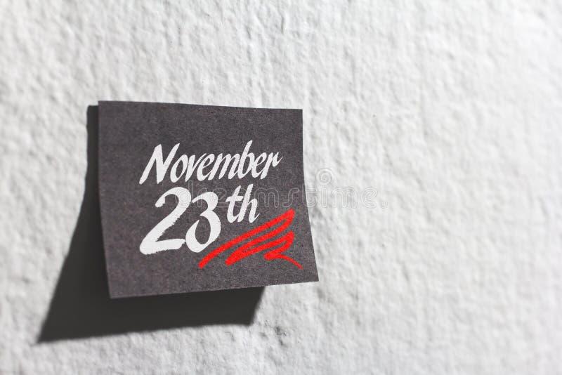 Vente d'achats de Black Friday Rappel de post-it sur le mur photographie stock