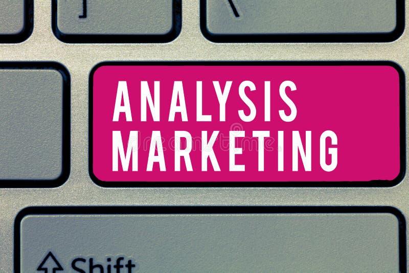 Vente d'analyse des textes d'écriture de Word Concept d'affaires pour l'évaluation quantitative et qualitative d'un marché images stock