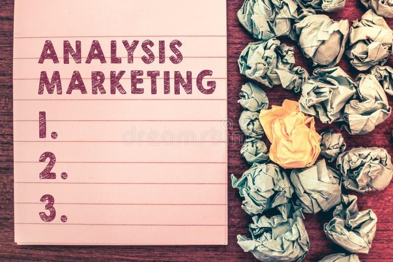 Vente d'analyse des textes d'écriture de Word Concept d'affaires pour l'évaluation quantitative et qualitative d'un marché photographie stock libre de droits
