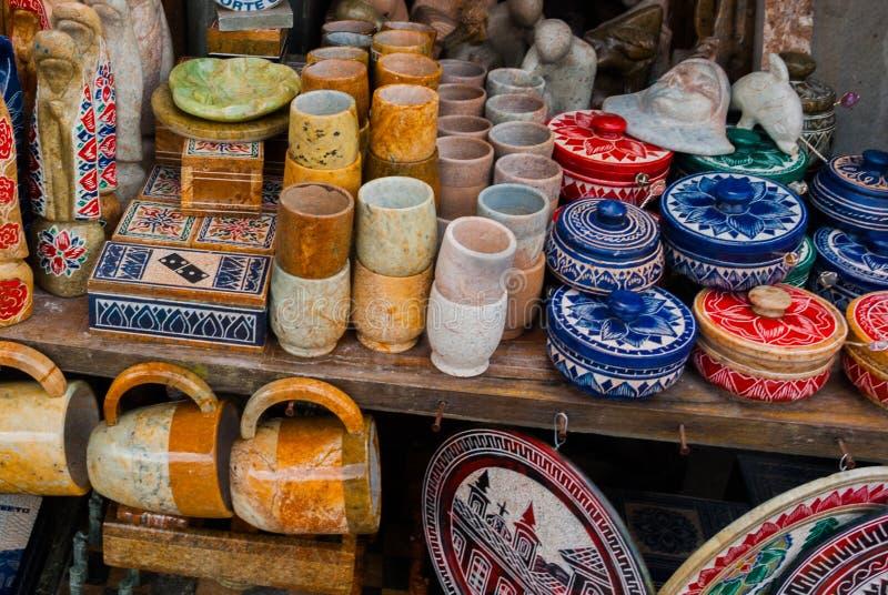 Vente d'artisanat sur un march? public sur la rue Ville d'Ouro Preto en Minas Gerais, Br?sil photographie stock libre de droits