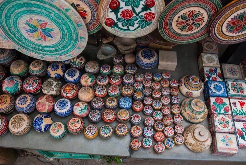 Vente d'artisanat sur un march? public sur la rue Ville d'Ouro Preto en Minas Gerais, Br?sil photo stock