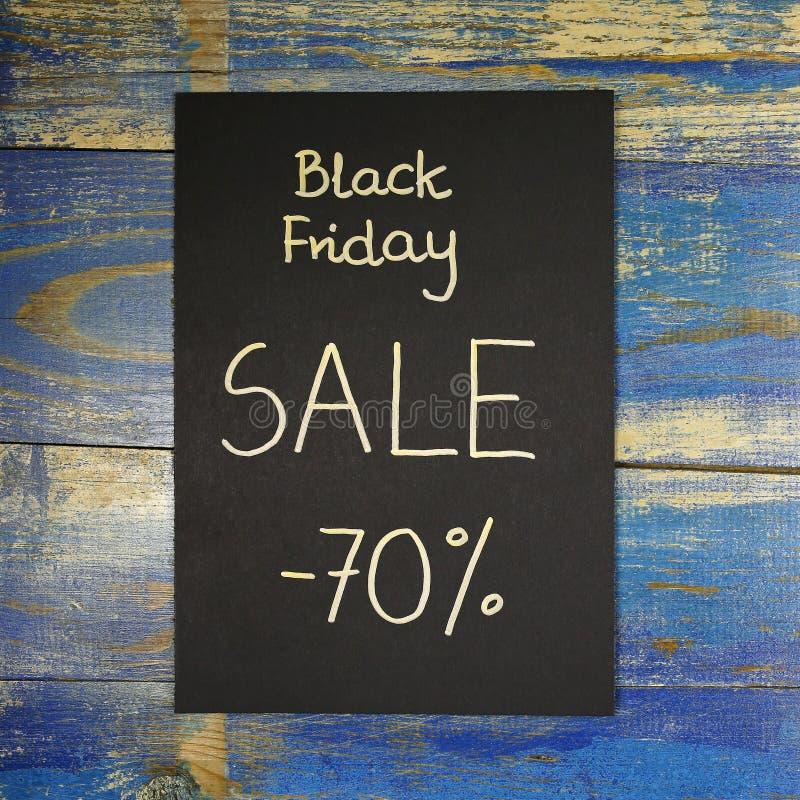 Vente de Black Friday écrite sur la carte noire photographie stock libre de droits