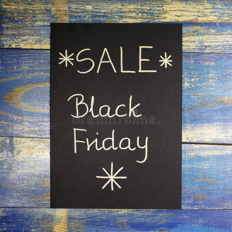 Vente de Black Friday écrite sur le papier noir images libres de droits