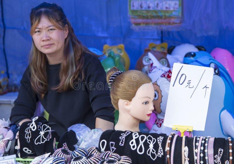 Vente de l'épingle à cheveux sur le marché, Chengdu, porcelaine images libres de droits