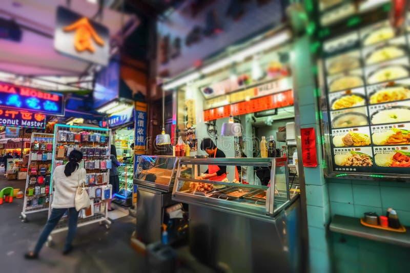 Vente de la nourriture asiatique dans la boutique traditionnelle de rue Hon Kong photographie stock libre de droits