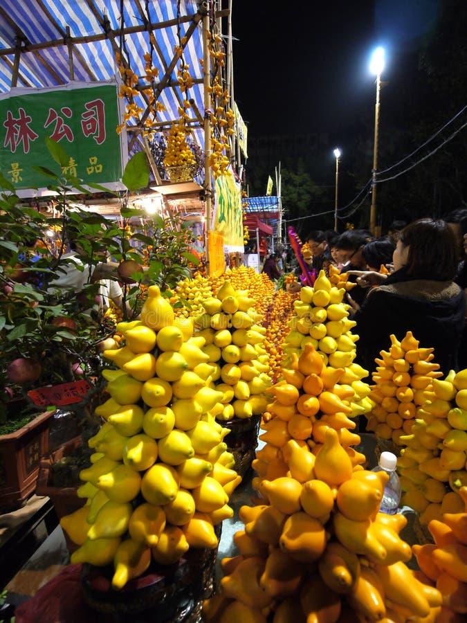 Vente des fleurs pendant l'an neuf lunaire chinois image stock