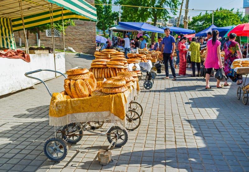 Vente du pain plat de lochira photographie stock libre de droits