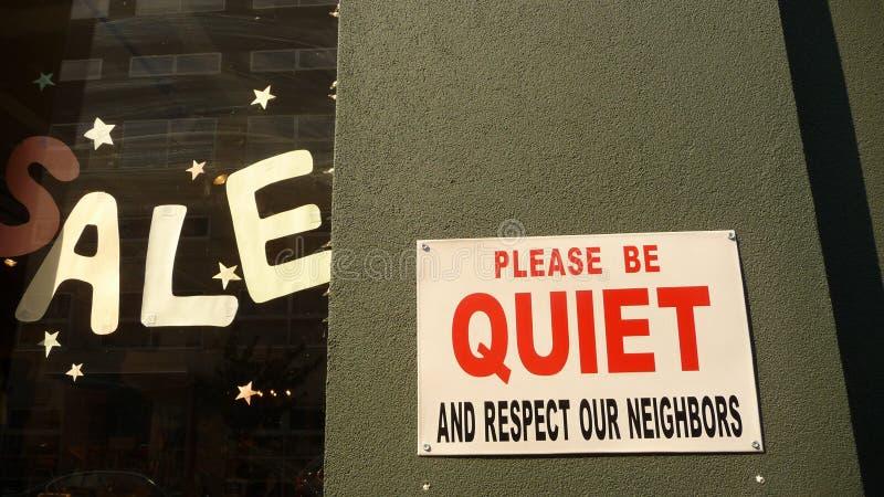 Vente et signes tranquilles images stock